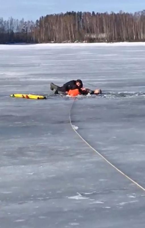 Спасены двое рыбаков, провалившихся под лед на Иваньковском водохранилище