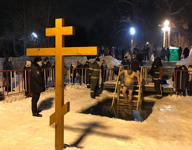 Спасатели ГКУ МО «Мособлпожспас» обеспечили безопасность крещенских купаний
