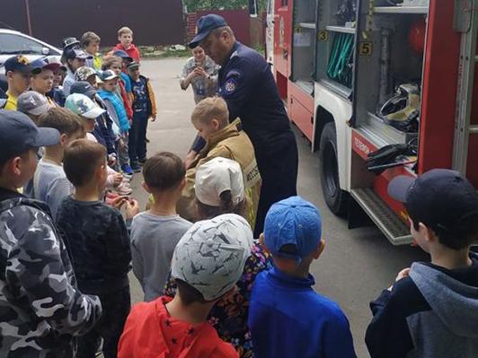 Пожарные ПСЧ-334 ГКУ МО «Мособлпожспас» провели урок безопасности в летнем лагере Ступинской гимназии