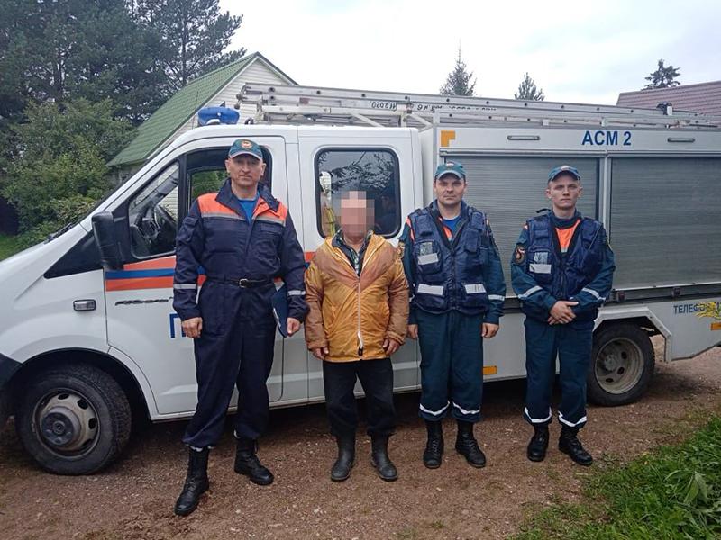 Спасатели ГКУ МО «Мособлпожспас» вывели из леса заблудившегося грибника