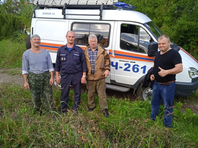 Работники ГКУ МО «Мособлпожспас» вывели из леса заблудившихся грибников