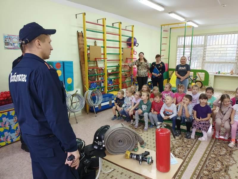 Огнеборцы ПЧ-301 ГКУ МО «Мособлпожспас» рассказали дошколятам о правилах пожарной безопасности