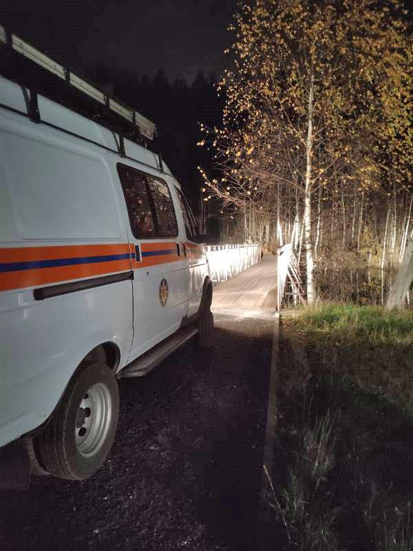 Спасатели ГКУ МО «Мособлпожспас» вытащили из леса заблудившегося пожилого мужчину с переохлаждением